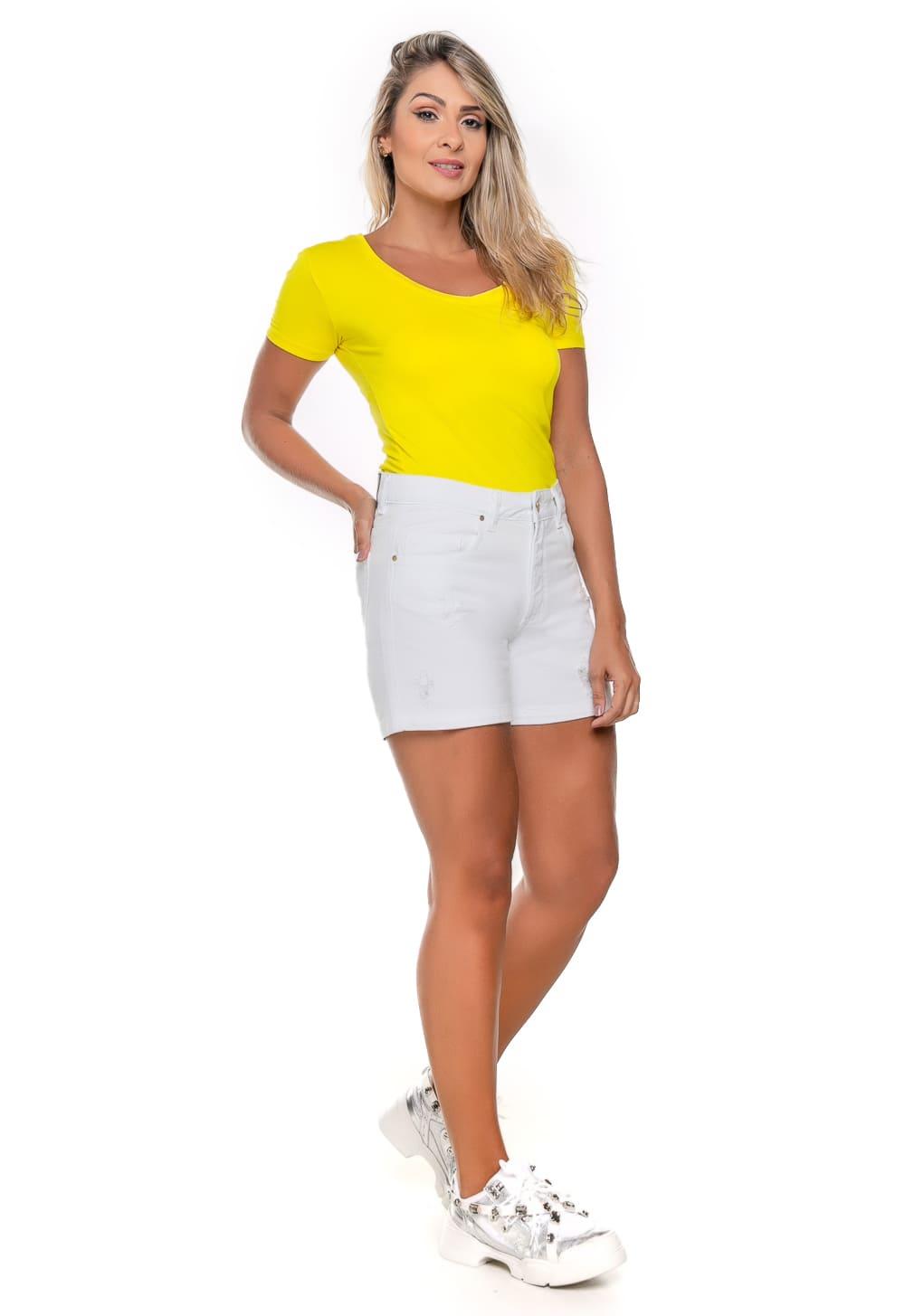 Short feminino Curto Branco com puídos