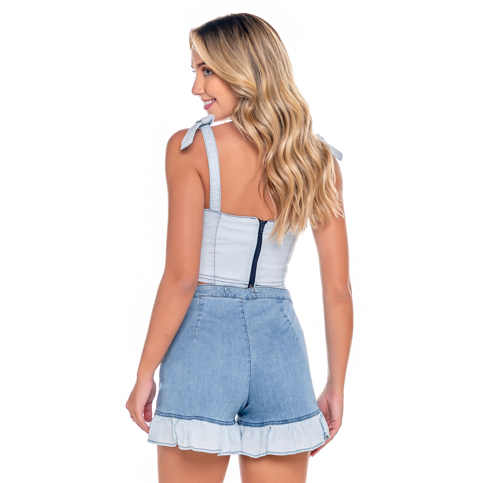 Short Jeans Feminino com Bolso e Babado