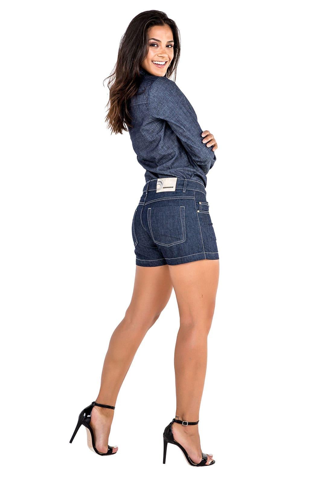 Short Jeans Feminino Curto