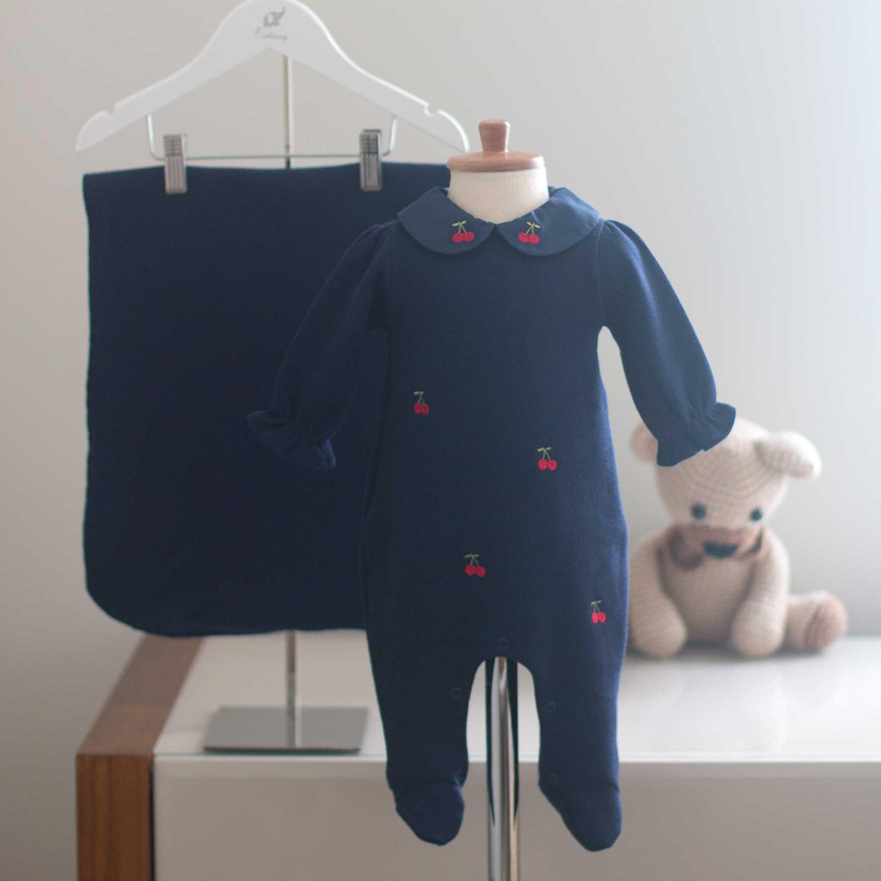 Saída Maternidade Cerejinha Azul Marinho - Tricotil
