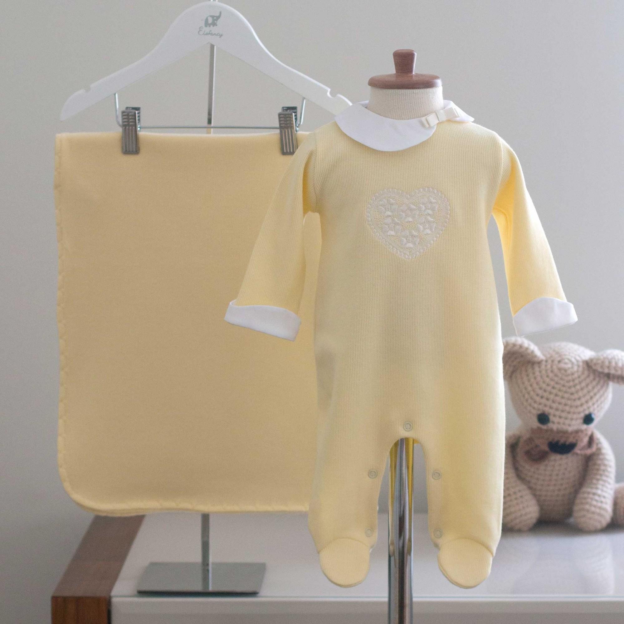 Saída Maternidade Coração Amarelo - Tricotil