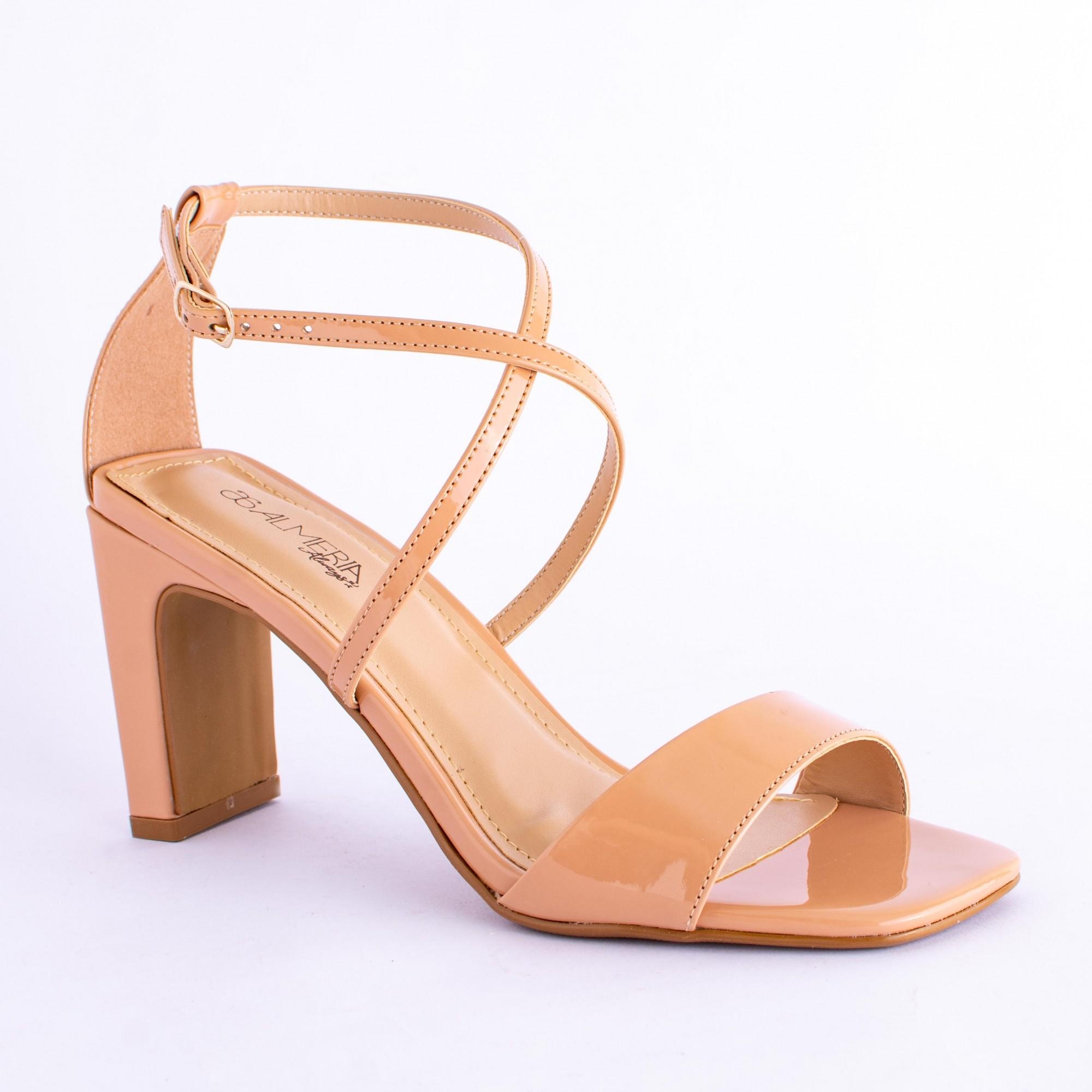 Sandália de Tiras Verniz Salto Médio