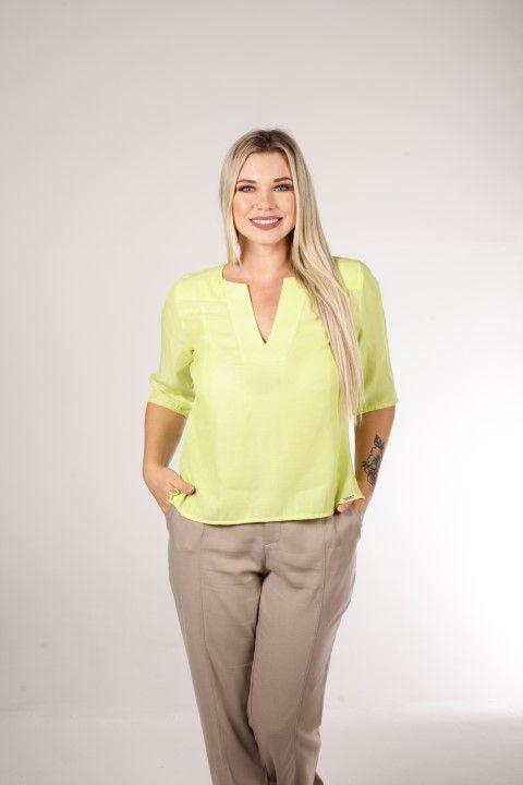 Blusa Bata Amarela com Decote V Smel