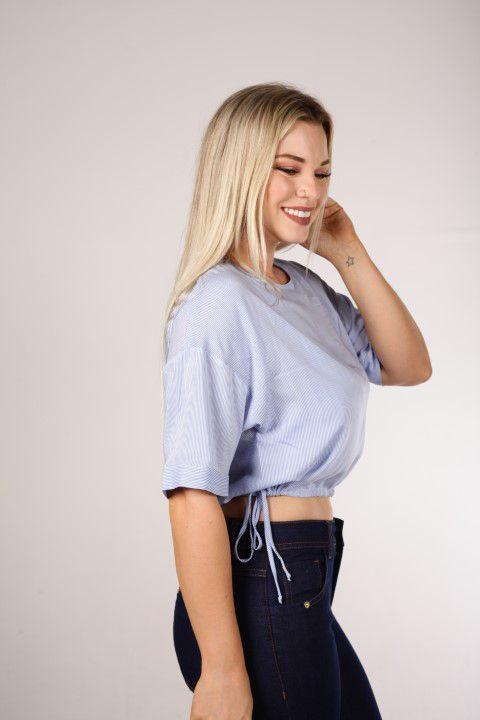 Blusa Cropped T-shirt Azul com Ajuste Na Barra Smel