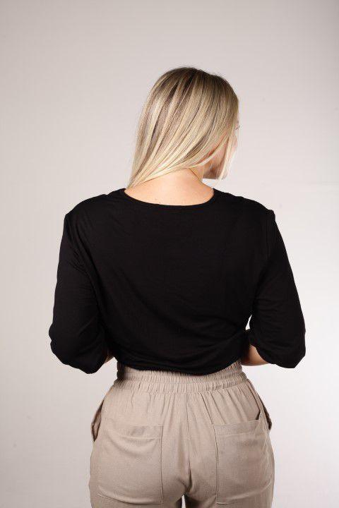 Blusa Cropped Preta Transpassada na Frente Smel