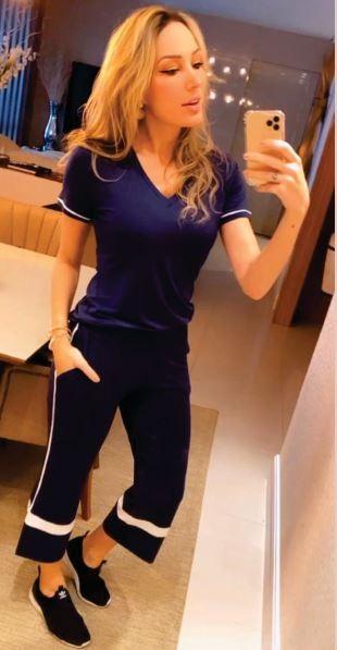 Blusa T-shirt Decote V Azul Marinho