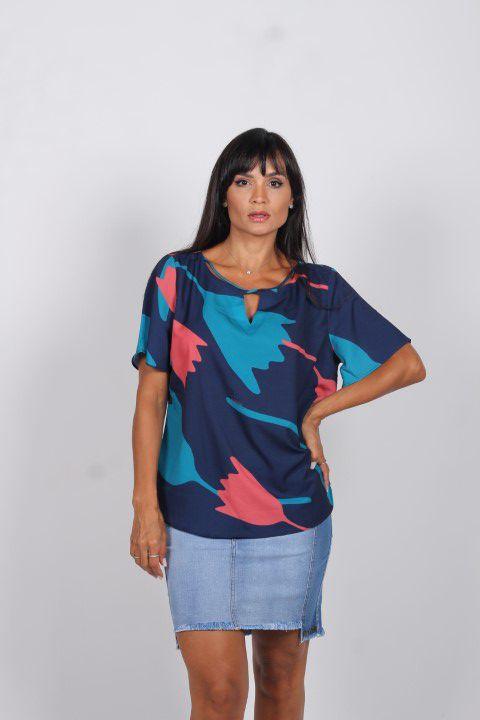 Blusa Tigrara Crepe Azul com Detalhe no Decote