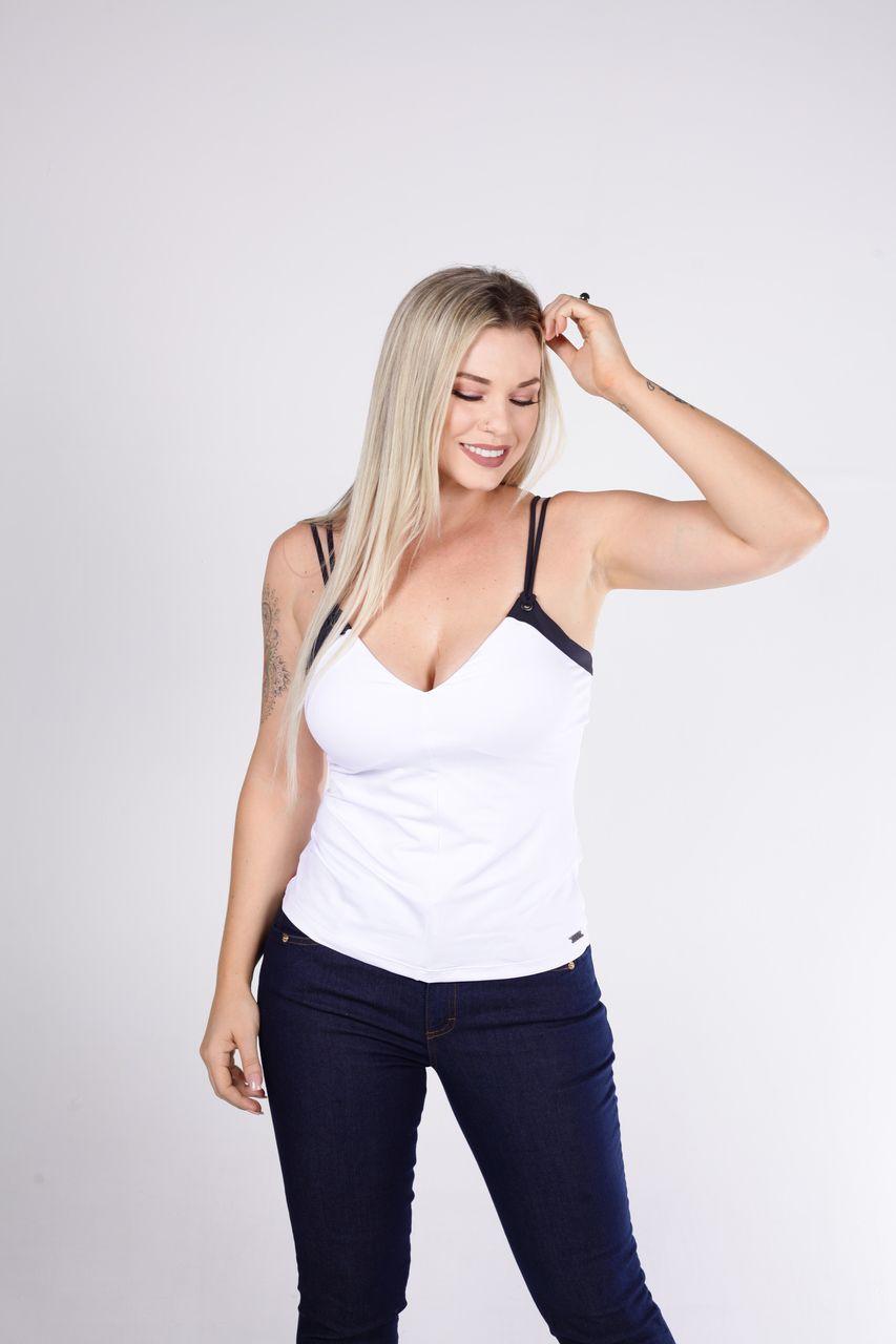 Blusa Tigrara Branca de Malha Bicolor Com Detalhe Ilhós