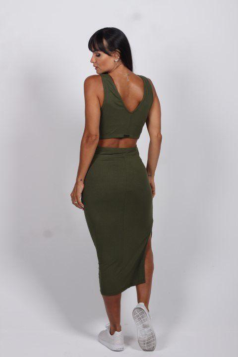 Vestido Canelado Verde com Detalhe Ilhós Na Lateral