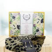 Kit Echarpe Artesanal Animal Print com Sabonetes em Barra Variados e Brincos Folheados
