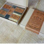 Caixa de presente com 4 sabões de banho e 1 barra esfoliante facial
