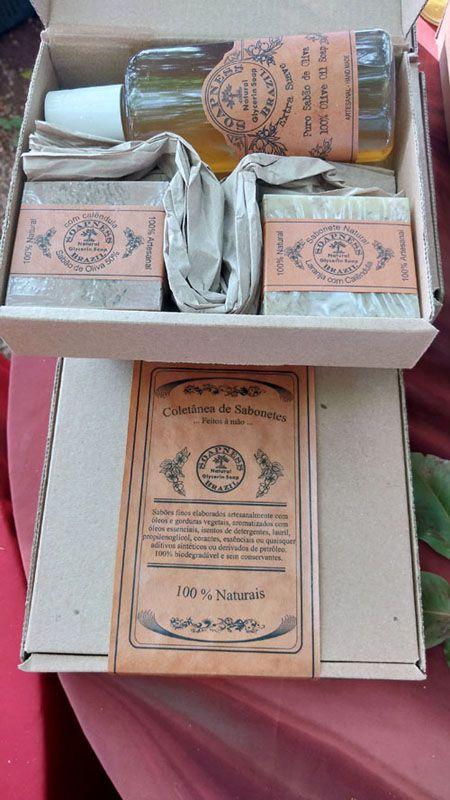 Caixa de presente com 2 sabões de banho e 1 sabão liquido de oliva 140ml
