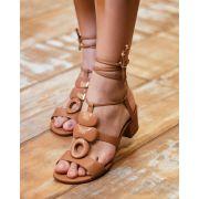 Sandália de amarração verniz