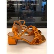 Sandália metalizada laranja