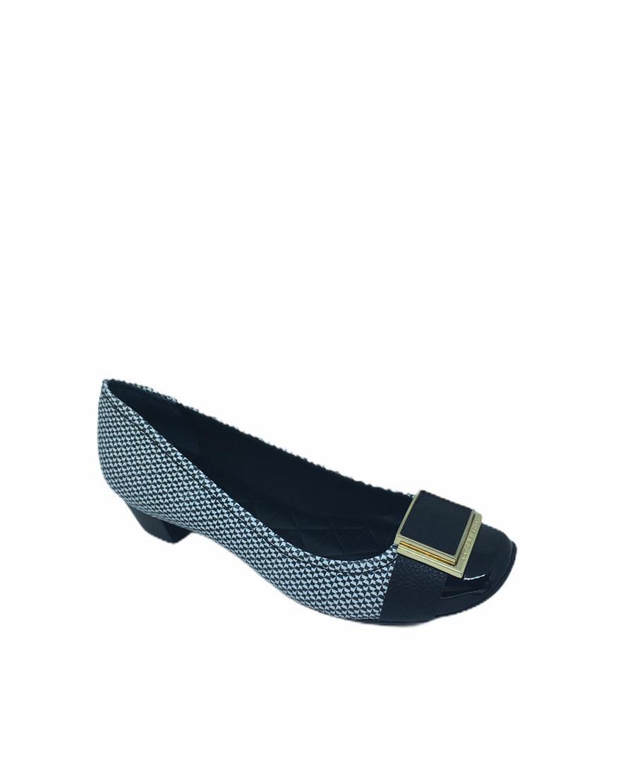 Calçado fechado scarpin
