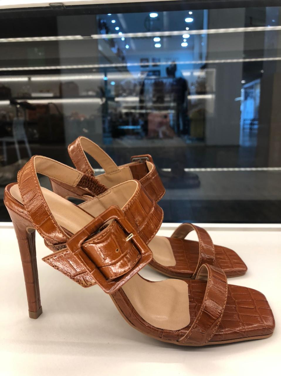 Sandália couro uza