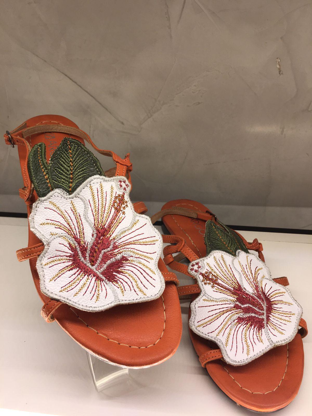 sandalia de flor bordada