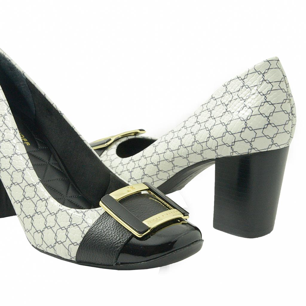 Sapato fechado preto com branco