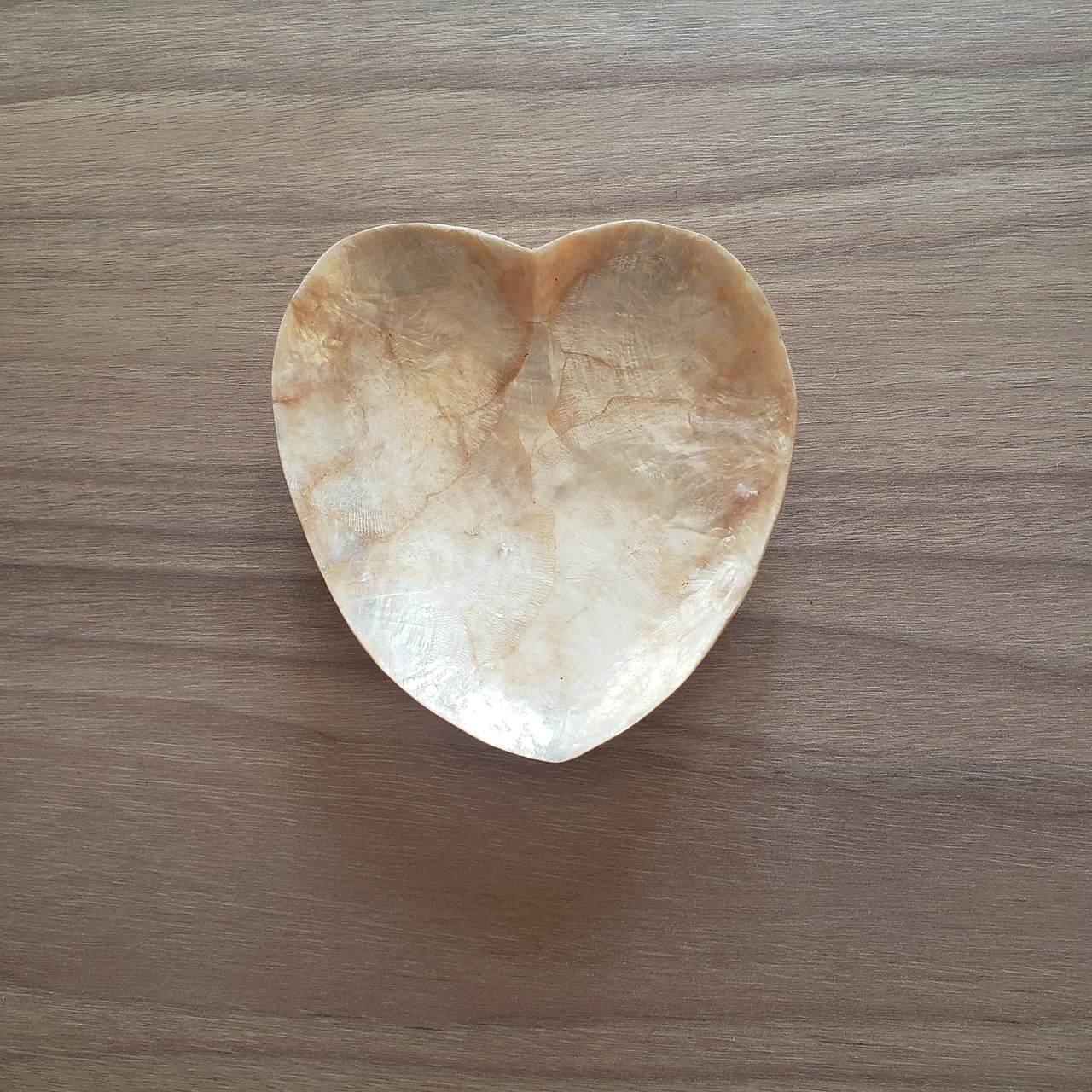 Pratinho de Madreperola Coração Dourado