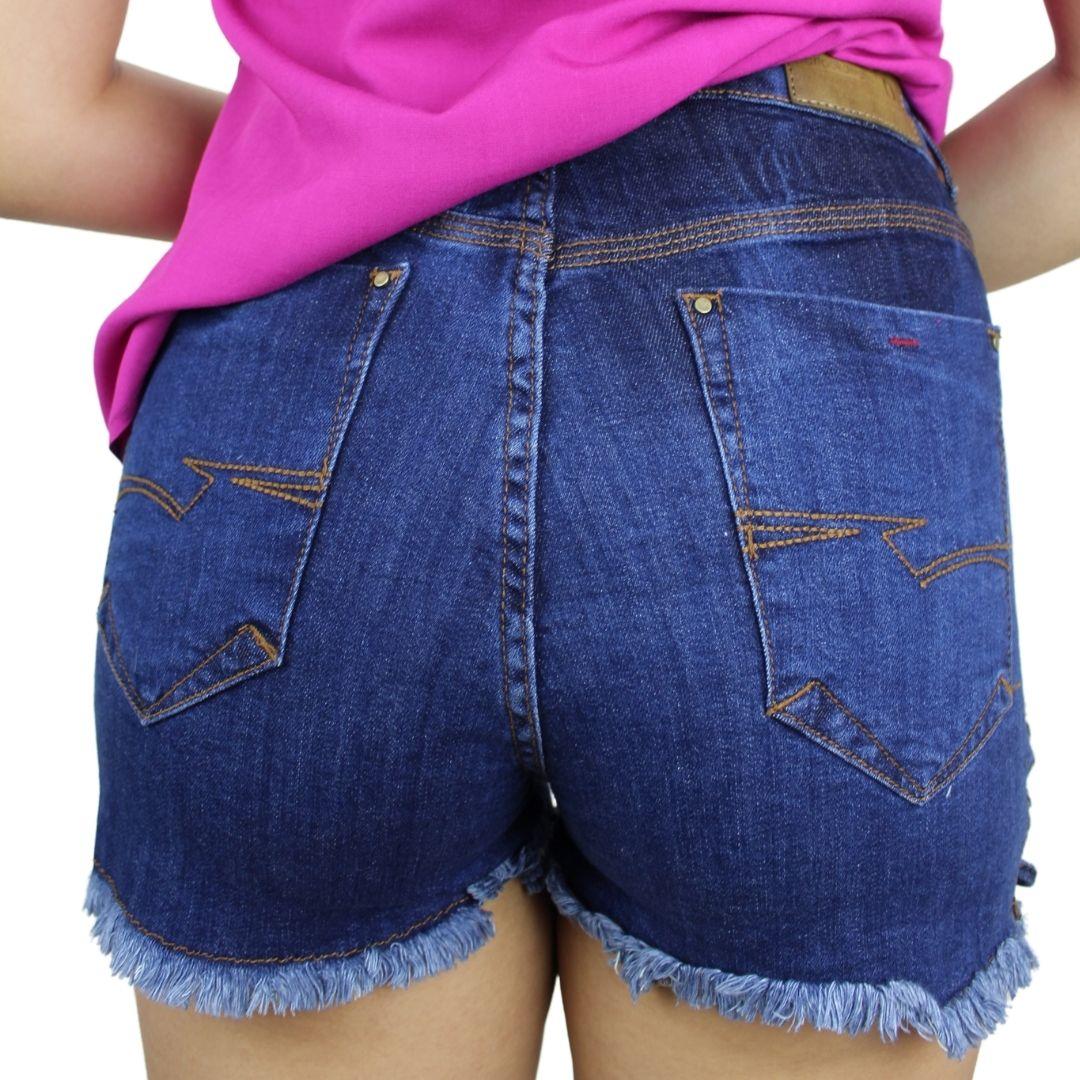 Shorts Jeans  Barra Desfiada com Ilhós