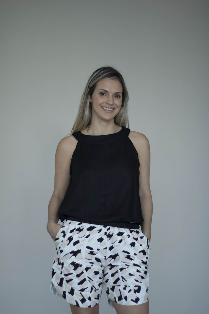 Blusa Sem Manga - Preta - Tecido de Viscose Ecológica - Proveniente de Madeira de Reflorestamento - Modelo Elisângela