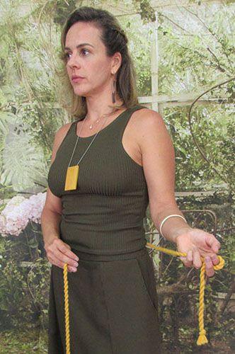 Regata Valéria Canelada Verde Musgo - Moda Sustentável