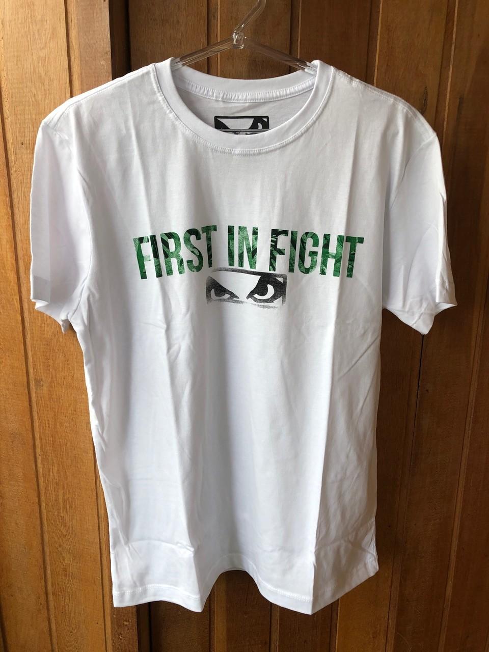 Camiseta A Primeira em Lutas
