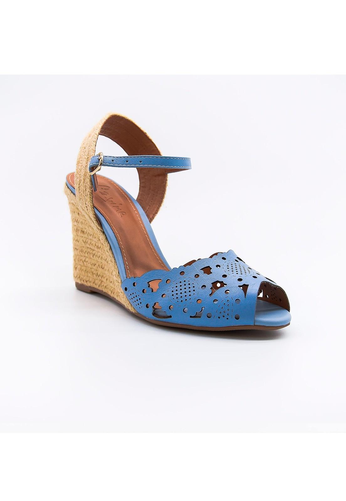 Sandália anabela em couro azul