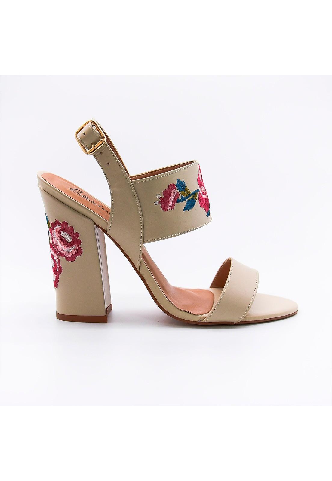 Sandália couro off-white bordada floral Lavine