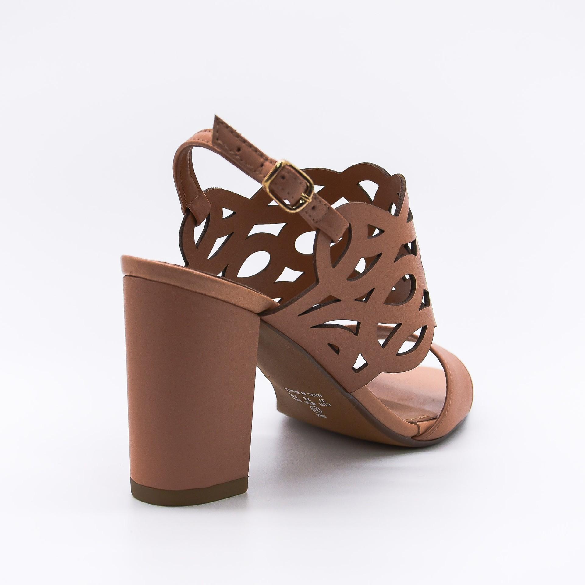 Sandália em couro baunilha Lavine