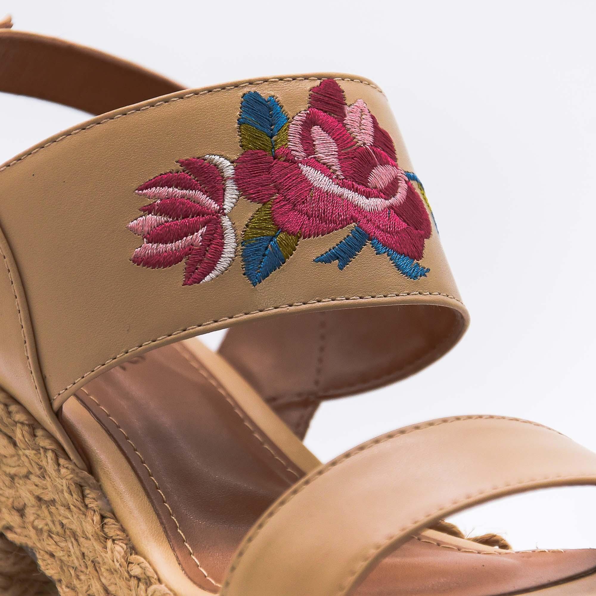 Sandália plataforma couro pele bordada Lavine