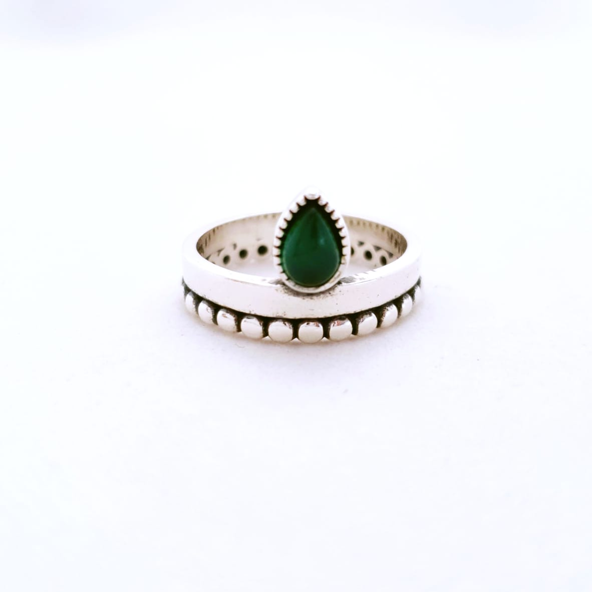 Anel de Prata Pontilhado com Gota Quartzo Verde