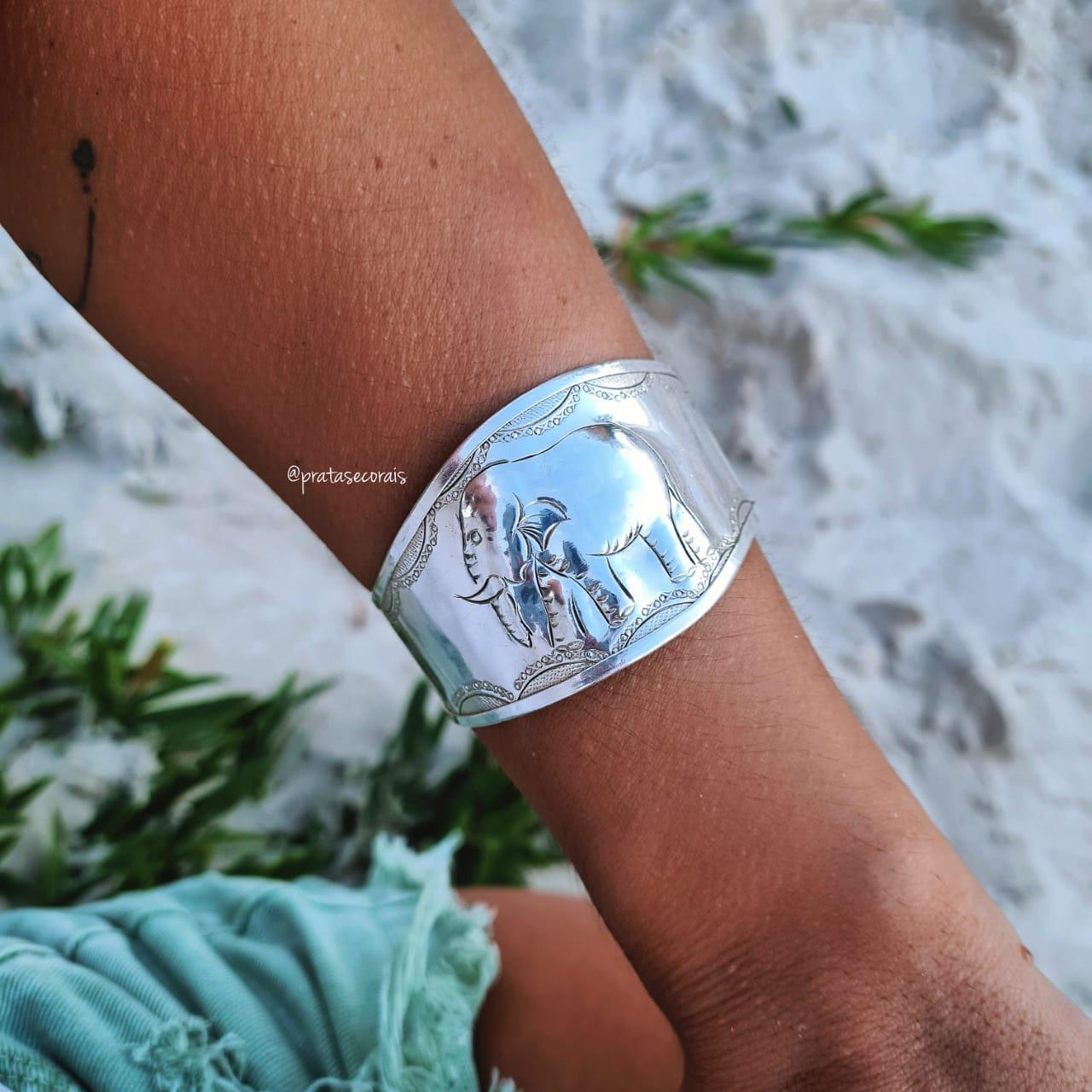 Bracelete de Prata Liso com Elefante