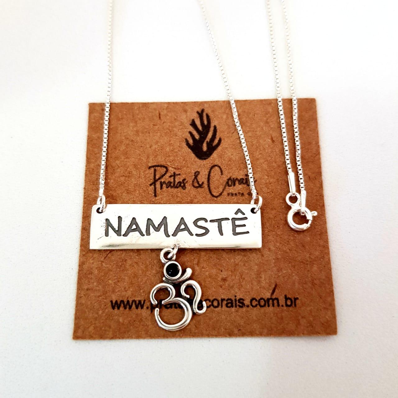 Gargantilha de Prata Plaquinha Namastê com Om