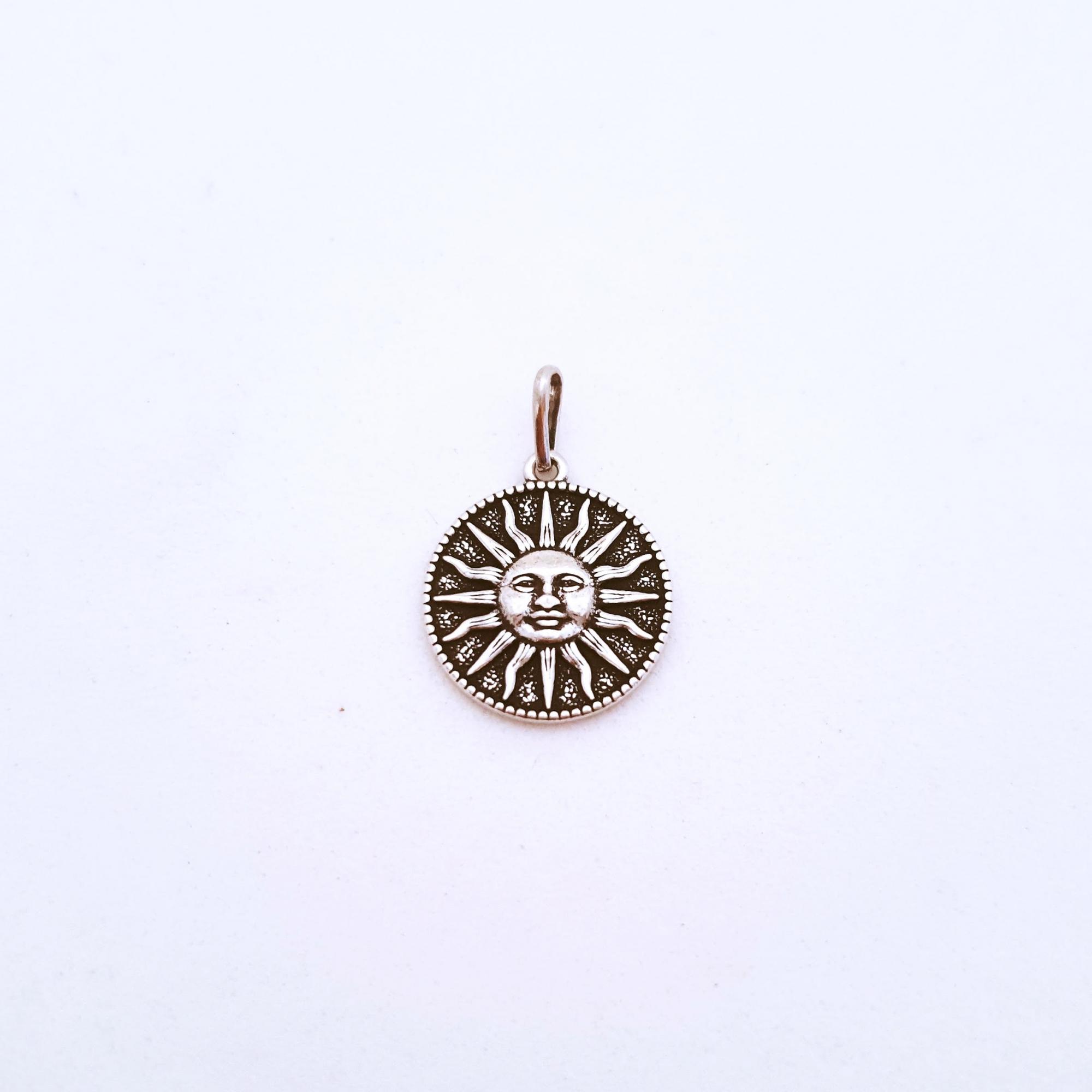Medalhinha de Prata Raio de Sol Envelhecida