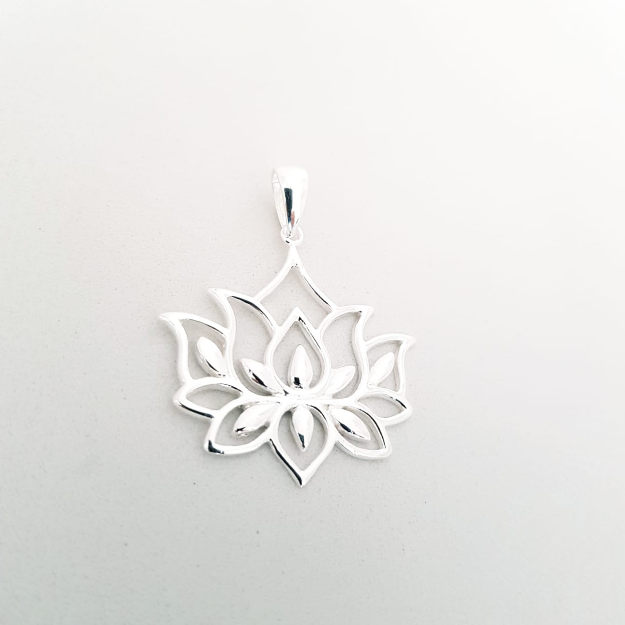 Pingente de Prata Flor de Lótus Vazado