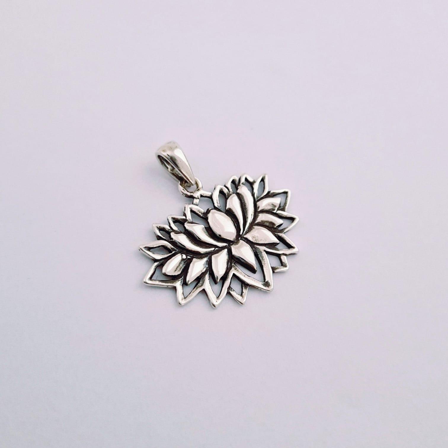 Pingente de Prata Flor de Lótus Vibes