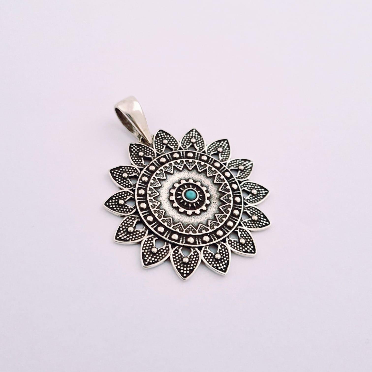 Pingente de Prata Mandala Floral
