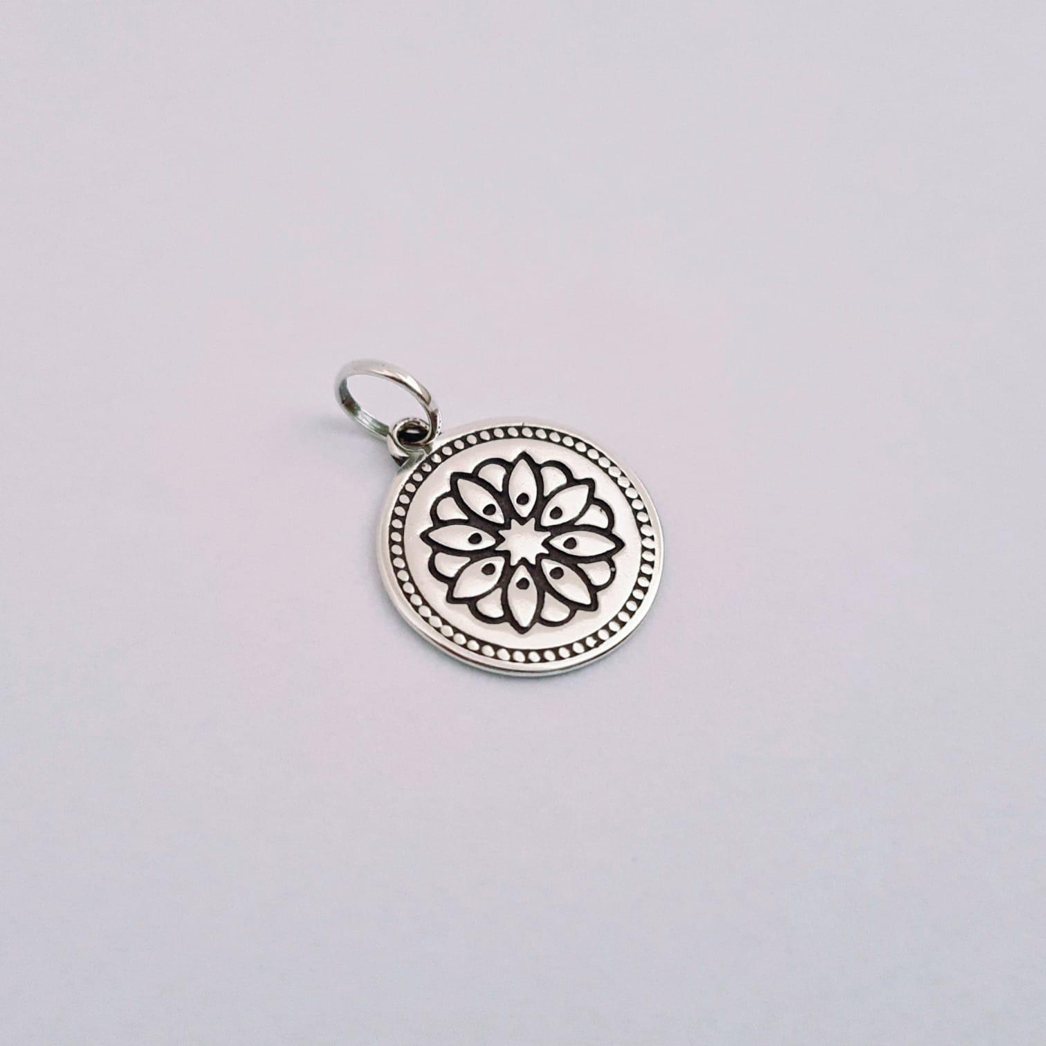 Pingente de Prata Medalhinha Mandala Flor