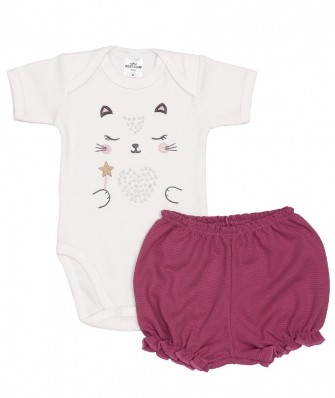 Conjunto body manga curta e shorts Best Club Baby off white e violeta com bordado gato