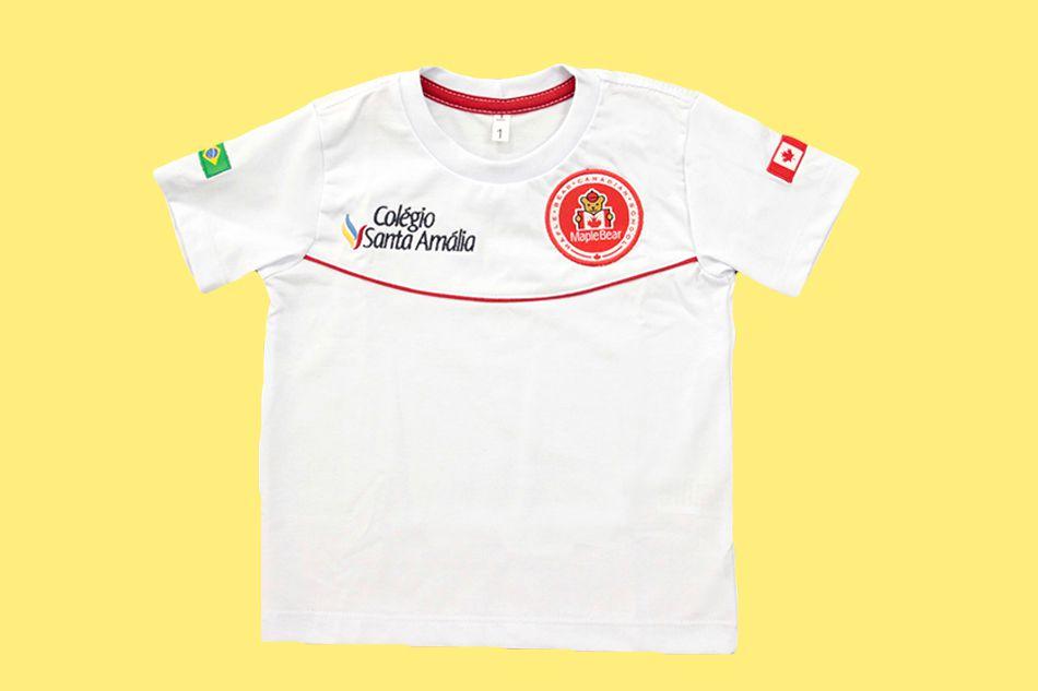 Camiseta Manga Curta Branco Colégio Santa Amália Maple Bear Ensino Infantil