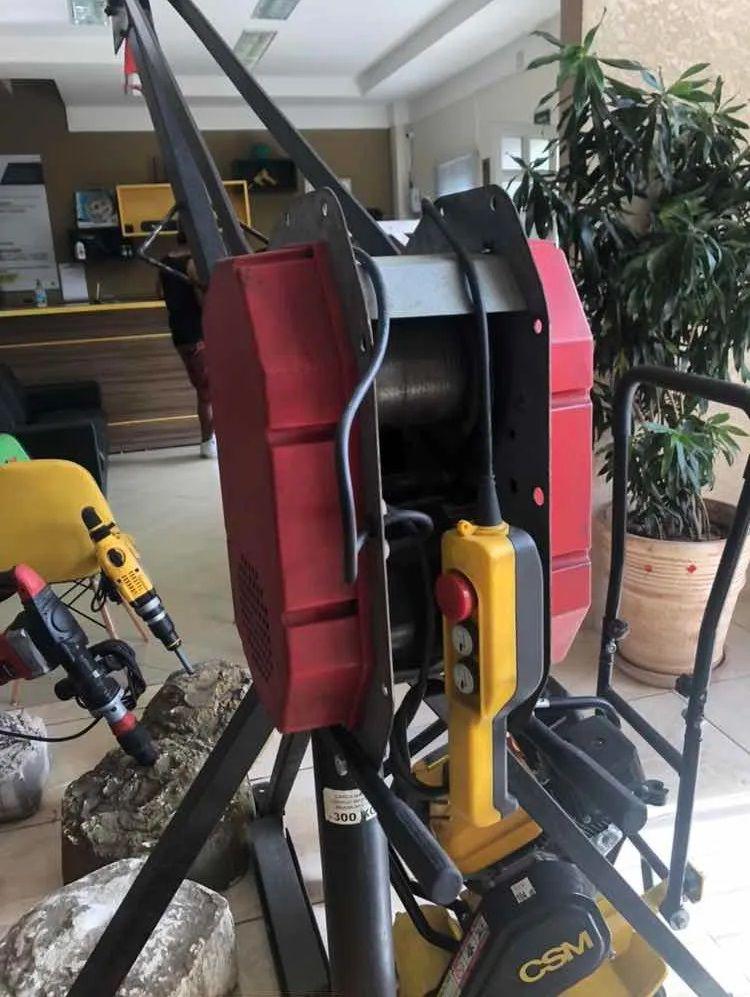 Mini Grua 500 Kg  +  caçamba 70 litros - 220 Monofásica
