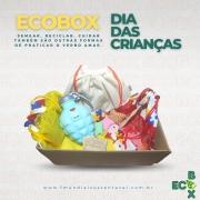 ECOBOX - Como é bom ser criança! Essa caixinha tem um misto de alegria, esperança, cuidado e amor! É um Presente para o Futuro!
