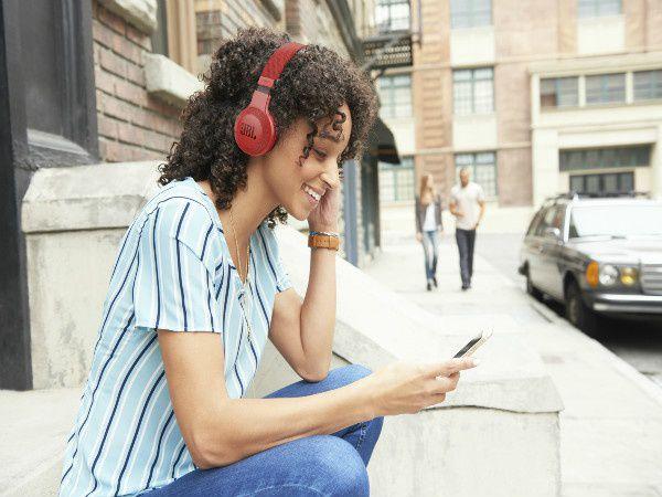 Fone de Ouvido Bluetooth JBL E45BT Vermelho