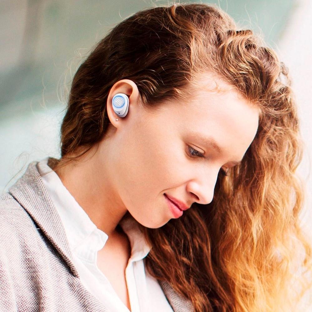 Fone de Ouvido JBL FREE X Bluetooth Branco Resistente à Água IPX5 Sem Fios com Estojo Carregador 24h