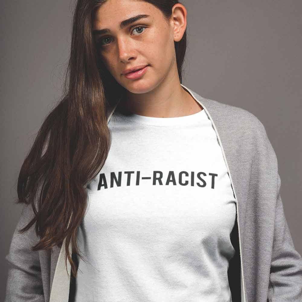 camiseta antirracista branca