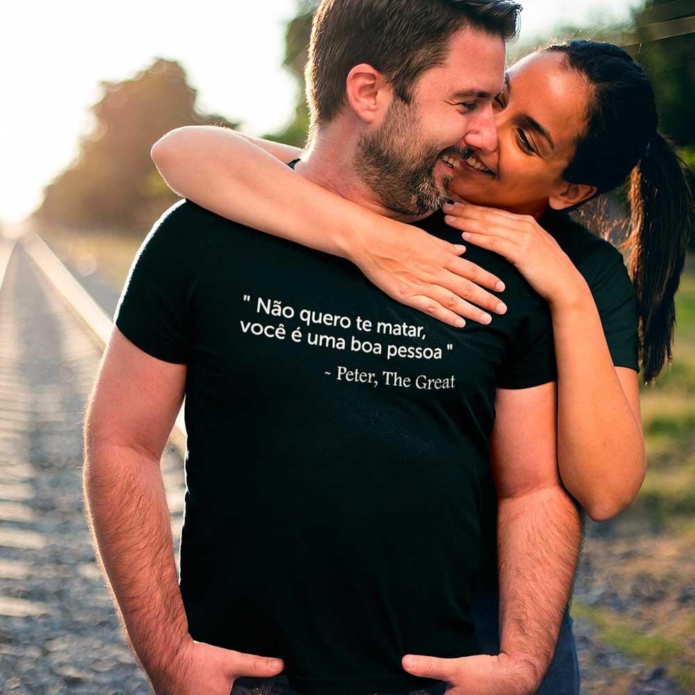 Camiseta Casal Série The Great Falas Peter Boa Pessoa