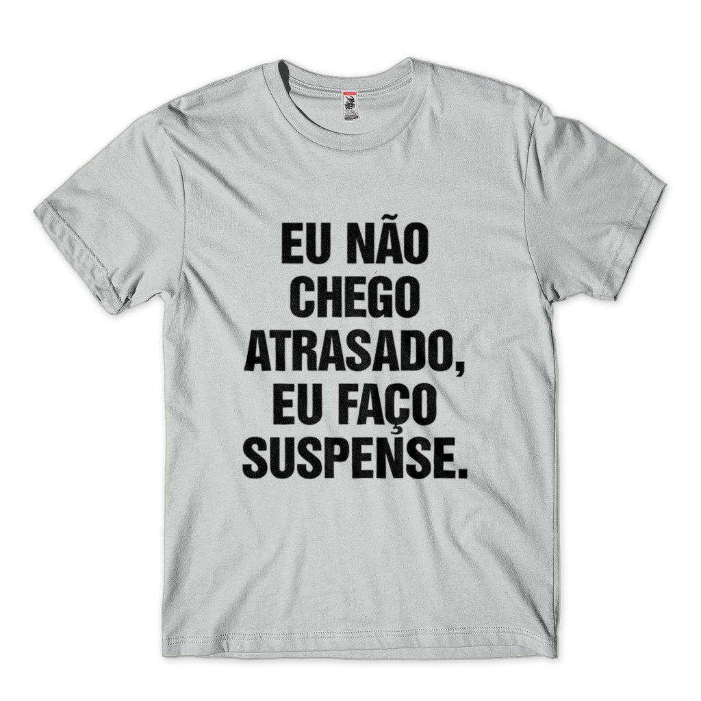 Camiseta Frases Eu Nao Chego Atrasado Eu Faco Suspense