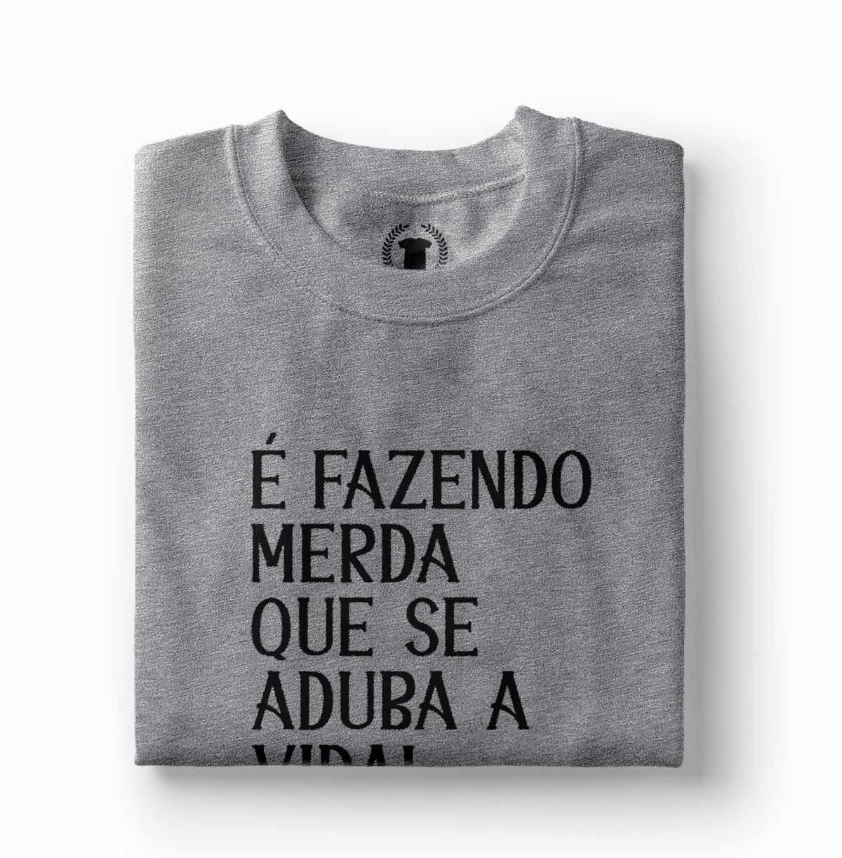 camiseta tumblr feminina fazendo merda que se aduba