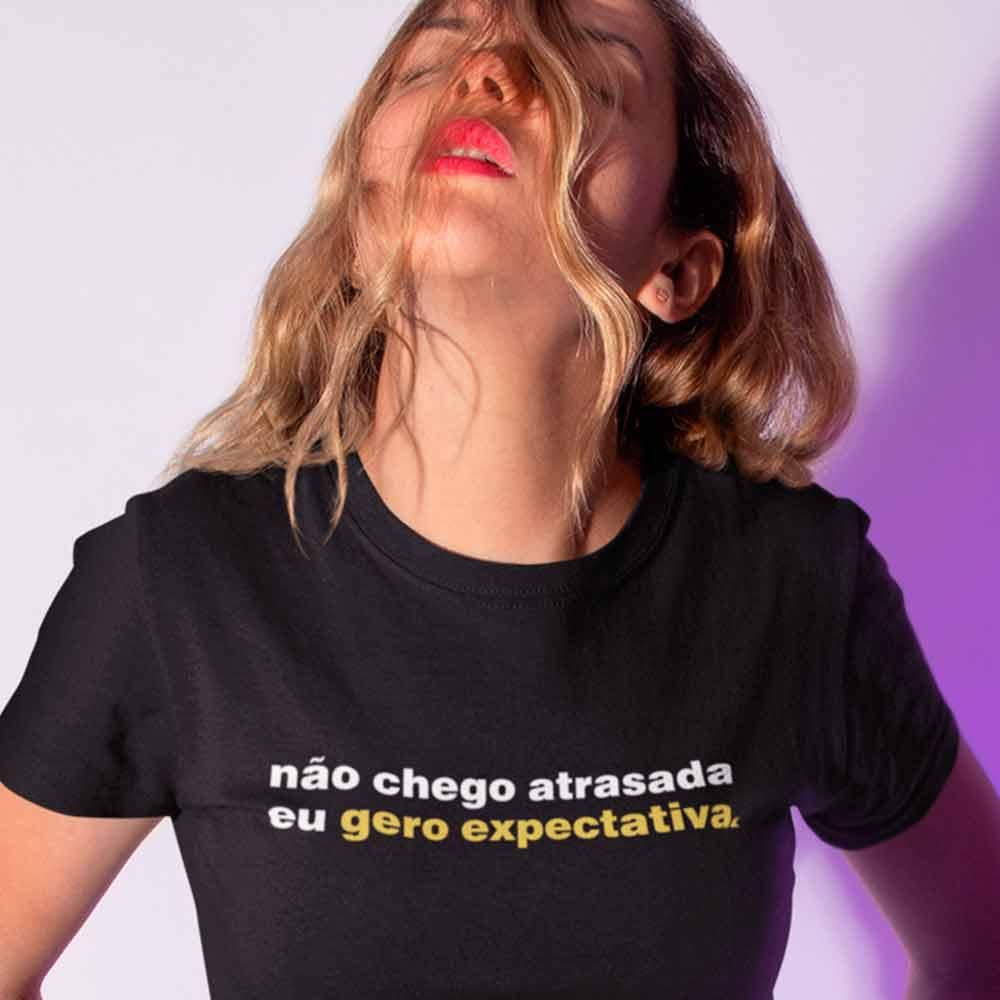 camisetas femininas com frases criativas atrasada